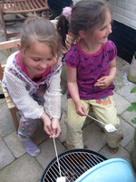5 juni 2010 marshmellows roosteren op de barbecue